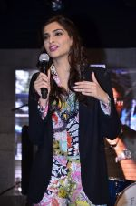 Sonam Kapoor at Mithibai college fest in Mumbai on 16th Aug 2014 (235)_53f09d5c21860.JPG
