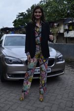 Sonam Kapoor at Mithibai college fest in Mumbai on 16th Aug 2014 (24)_53f09c37d8d3d.JPG