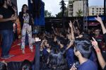 Sonam Kapoor at Mithibai college fest in Mumbai on 16th Aug 2014 (276)_53f09d996a014.JPG
