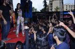 Sonam Kapoor at Mithibai college fest in Mumbai on 16th Aug 2014 (277)_53f09d9ad1b48.JPG