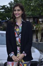Sonam Kapoor at Mithibai college fest in Mumbai on 16th Aug 2014 (30)_53f09c4197736.JPG