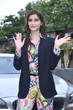 Sonam Kapoor at Mithibai college fest in Mumbai on 16th Aug 2014 (31)_53f09c431d33a.JPG
