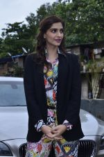 Sonam Kapoor at Mithibai college fest in Mumbai on 16th Aug 2014 (35)_53f09c49c1df2.JPG