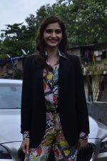 Sonam Kapoor at Mithibai college fest in Mumbai on 16th Aug 2014 (42)_53f09c5366ad4.JPG