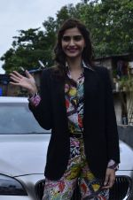 Sonam Kapoor at Mithibai college fest in Mumbai on 16th Aug 2014 (45)_53f09c5779987.JPG