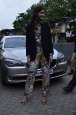 Sonam Kapoor at Mithibai college fest in Mumbai on 16th Aug 2014 (50)_53f09c5e79bfe.JPG