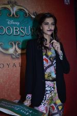 Sonam Kapoor at Mithibai college fest in Mumbai on 16th Aug 2014 (69)_53f09c78bea30.JPG