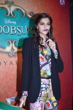 Sonam Kapoor at Mithibai college fest in Mumbai on 16th Aug 2014 (70)_53f09c7a3ff25.JPG