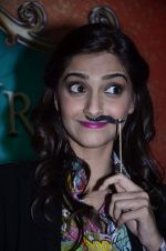 Sonam Kapoor at Mithibai college fest in Mumbai on 16th Aug 2014 (72)_53f09c7cef01c.JPG