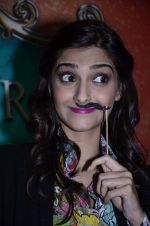 Sonam Kapoor at Mithibai college fest in Mumbai on 16th Aug 2014 (73)_53f09c7e571c0.JPG