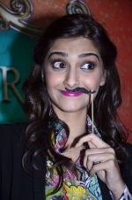 Sonam Kapoor at Mithibai college fest in Mumbai on 16th Aug 2014 (74)_53f09c7fba3d7.JPG