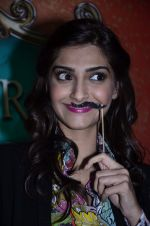 Sonam Kapoor at Mithibai college fest in Mumbai on 16th Aug 2014 (75)_53f09c8128249.JPG