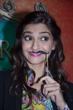 Sonam Kapoor at Mithibai college fest in Mumbai on 16th Aug 2014 (76)_53f0a2ecac0cb.JPG