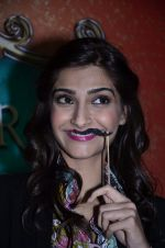 Sonam Kapoor at Mithibai college fest in Mumbai on 16th Aug 2014 (80)_53f09c881afe4.JPG