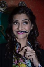 Sonam Kapoor at Mithibai college fest in Mumbai on 16th Aug 2014 (81)_53f09c896b1a9.JPG