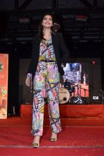 Sonam Kapoor at Mithibai college fest in Mumbai on 16th Aug 2014 (97)_53f09c9edfbca.JPG