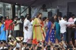 Bipasha Basu at Ram Kadam Dahi Handi in Mumbai on 18th Aug 2014 (100)_53f3106e2b391.JPG