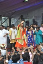 Bipasha Basu at Ram Kadam Dahi Handi in Mumbai on 18th Aug 2014 (98)_53f3106b3e37f.JPG
