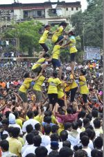 at Sachin Ahir_s dahi handi in Mumbai on 18th Aug 2014 (415)_53f33f17d5750.JPG