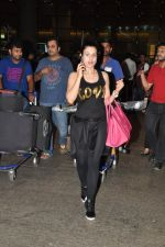 Ameesha Patel snapped at airport as she returns from Bangkok from a ad shoot in mumbai on 20th Aug 2014 (12)_53f58965b682b.JPG