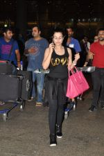 Ameesha Patel snapped at airport as she returns from Bangkok from a ad shoot in mumbai on 20th Aug 2014 (13)_53f589670a37b.JPG