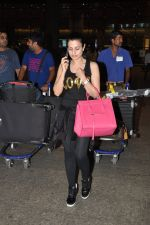 Ameesha Patel snapped at airport as she returns from Bangkok from a ad shoot in mumbai on 20th Aug 2014 (14)_53f5896870597.JPG