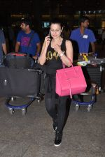 Ameesha Patel snapped at airport as she returns from Bangkok from a ad shoot in mumbai on 20th Aug 2014 (15)_53f58969b9bf1.JPG