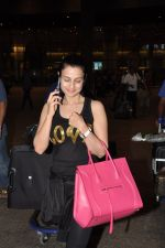 Ameesha Patel snapped at airport as she returns from Bangkok from a ad shoot in mumbai on 20th Aug 2014 (17)_53f5896c712df.JPG