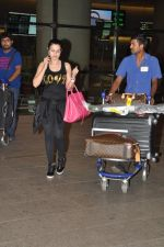 Ameesha Patel snapped at airport as she returns from Bangkok from a ad shoot in mumbai on 20th Aug 2014 (4)_53f5895aa58a0.JPG
