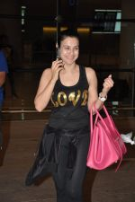 Ameesha Patel snapped at airport as she returns from Bangkok from a ad shoot in mumbai on 20th Aug 2014 (5)_53f5895c0c77c.JPG
