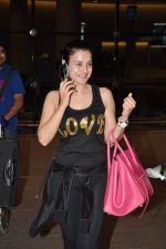 Ameesha Patel snapped at airport as she returns from Bangkok from a ad shoot in mumbai on 20th Aug 2014 (6)_53f5895d52ef7.JPG