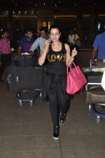 Ameesha Patel snapped at airport as she returns from Bangkok from a ad shoot in mumbai on 20th Aug 2014 (7)_53f5895ea5235.JPG