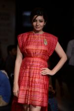Shonali Nagrani walk for Swati Vijaygarge at Lakme Fashion Week Winter Festive 2014 Day 3 on 21st Aug 2014 (49)_53f74333ad4b0.JPG