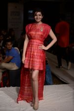 Shonali Nagrani walk for Swati Vijaygarge at Lakme Fashion Week Winter Festive 2014 Day 3 on 21st Aug 2014 (53)_53f743398e572.JPG