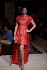 Shonali Nagrani walk for Swati Vijaygarge at Lakme Fashion Week Winter Festive 2014 Day 3 on 21st Aug 2014 (54)_53f7433b0bbe5.JPG