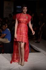 Shonali Nagrani walk for Swati Vijaygarge at Lakme Fashion Week Winter Festive 2014 Day 3 on 21st Aug 2014 (55)_53f7433c93675.JPG