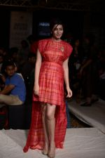 Shonali Nagrani walk for Swati Vijaygarge at Lakme Fashion Week Winter Festive 2014 Day 3 on 21st Aug 2014 (56)_53f7433ddcccc.JPG