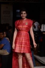 Shonali Nagrani walk for Swati Vijaygarge at Lakme Fashion Week Winter Festive 2014 Day 3 on 21st Aug 2014 (59)_53f74341ee42c.JPG