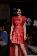 Shonali Nagrani walk for Swati Vijaygarge at Lakme Fashion Week Winter Festive 2014 Day 3 on 21st Aug 2014 (60)_53f743435809b.JPG