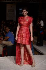 Shonali Nagrani walk for Swati Vijaygarge at Lakme Fashion Week Winter Festive 2014 Day 3 on 21st Aug 2014 (61)_53f74344b7bcf.JPG