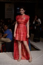 Shonali Nagrani walk for Swati Vijaygarge at Lakme Fashion Week Winter Festive 2014 Day 3 on 21st Aug 2014 (62)_53f7434620b8d.JPG