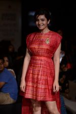 Shonali Nagrani walk for Swati Vijaygarge at Lakme Fashion Week Winter Festive 2014 Day 3 on 21st Aug 2014 (63)_53f743476623e.JPG