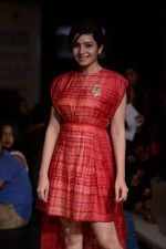 Shonali Nagrani walk for Swati Vijaygarge at Lakme Fashion Week Winter Festive 2014 Day 3 on 21st Aug 2014 (64)_53f74348b1476.JPG