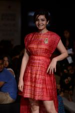 Shonali Nagrani walk for Swati Vijaygarge at Lakme Fashion Week Winter Festive 2014 Day 3 on 21st Aug 2014 (65)_53f7434a5367d.JPG