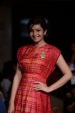 Shonali Nagrani walk for Swati Vijaygarge at Lakme Fashion Week Winter Festive 2014 Day 3 on 21st Aug 2014 (67)_53f7434cede30.JPG