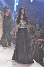 Diana Penty walk the ramp for Rocky S at Lakme Fashion Week Winter Festive 2014 Day 4 on 22nd Aug 2014 (41)_53f88c52a63a6.JPG