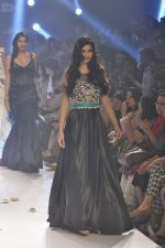 Diana Penty walk the ramp for Rocky S at Lakme Fashion Week Winter Festive 2014 Day 4 on 22nd Aug 2014 (42)_53f88c541a2f9.JPG