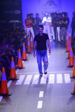 Arjun Khanna at LFW 2014 Day 5 on 23rd Aug 2014 (285)_53fb20071db00.JPG