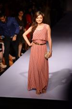 Drashti Dhami at Payal Singhal at LFW 2014 Day 5 on 23rd Aug 2014 (341)_53faf88f0b195.JPG