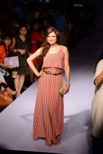 Drashti Dhami at Payal Singhal at LFW 2014 Day 5 on 23rd Aug 2014 (343)_53faf8919023e.JPG